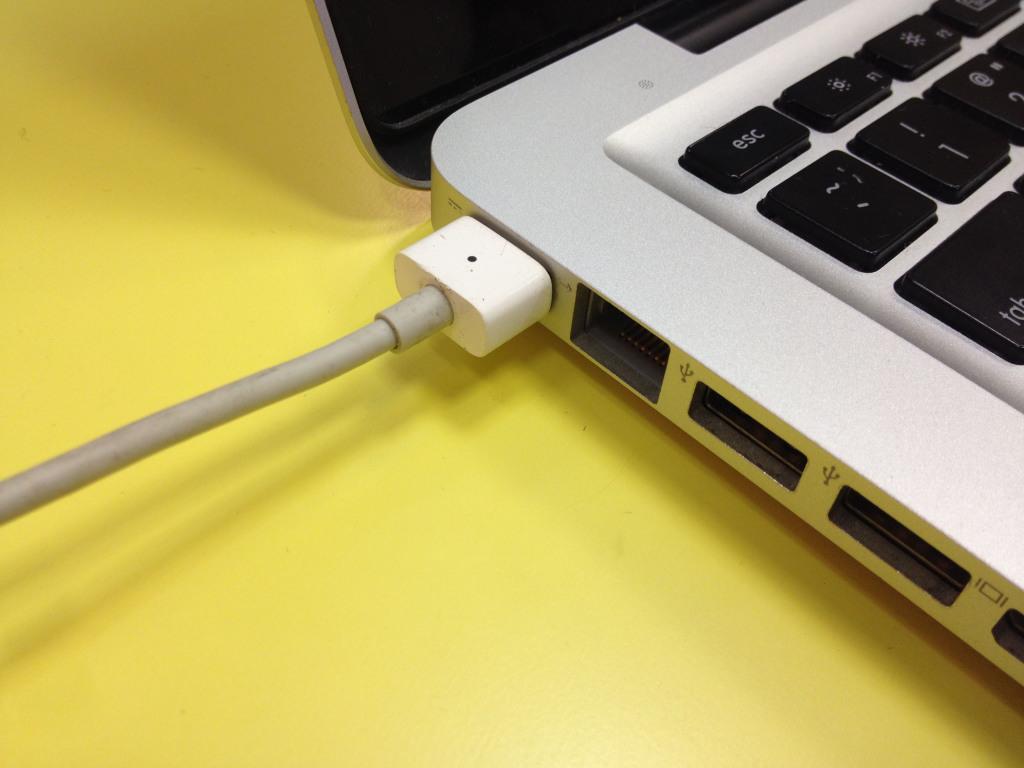 Zarjadka dlja MacBook Pro pravila pol'zovanija, kakuju vybrat'